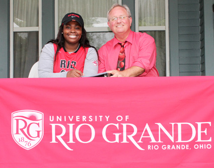 Rio head coach David Smalley joins Cuyahoga CC transfer Nnena Adigwe as she signs with the RedStorm