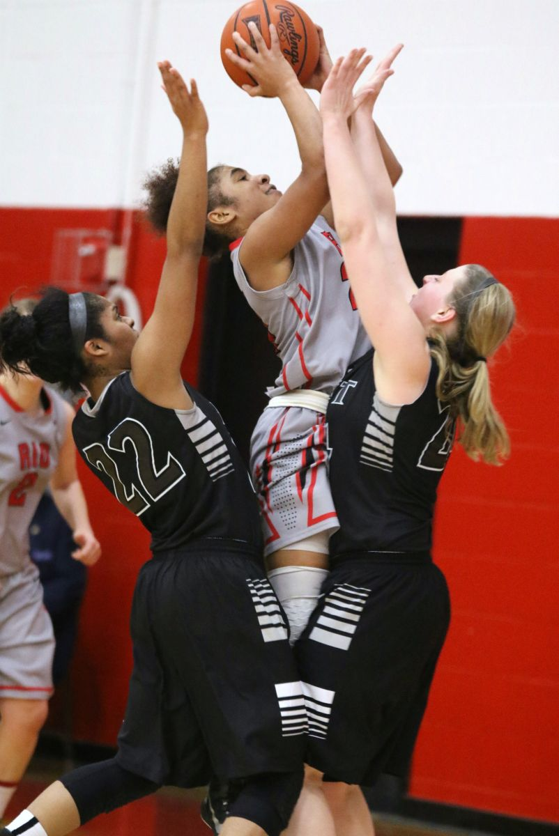 Rio Grande's Jaida Carter muscles up two of her 16 points in Saturday's win over Indiana-East