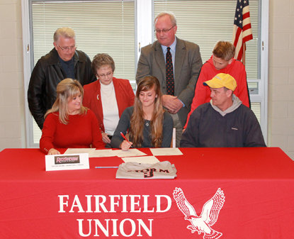 Fairfield Union's Taylor Grubb signs to play basketball and run at Rio Grande as family and coaches watch