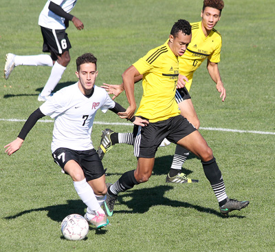 Rio's Pau Delgado Rodriguez looks for an open teammate during Saturday afternoon's 1-0 win over Bethel (Tenn.)