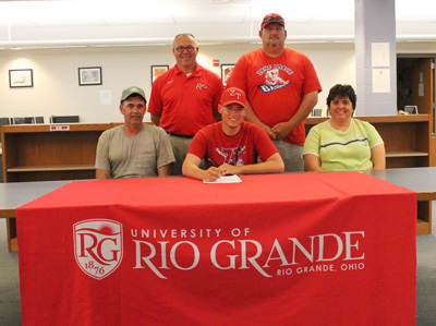 Zane Trace's Trent Downs signs with Rio Grande baseball as his parents and coaches look on